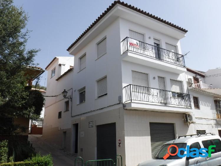 Magnifico adosado en el pueblo en Vva. del Trabuco (Málaga)