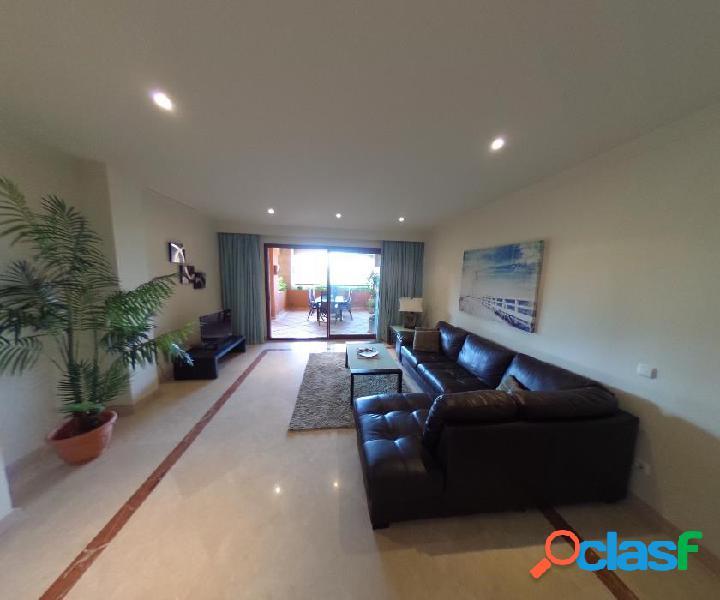 Magnifico piso en urbanizacion Gran Bahia. Es una