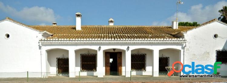 Masía compuesta por dos casas, con terreno y piscina, a tan