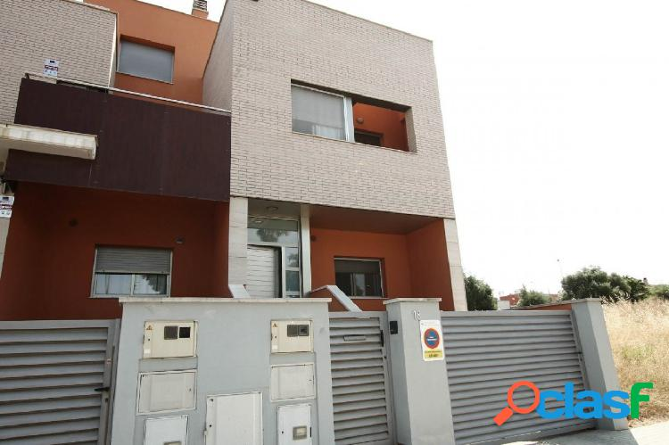 Moderna casa de diseño en la Urb. Fondo Somella de Vilanova