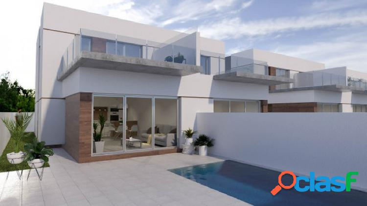 Nuevo residencial de villas adosadas con piscina privada