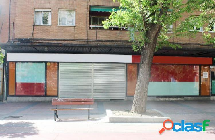OPORTUNIDAD BANCARIA. CONJUNTO DE TRES LOCALES COMERCIALES