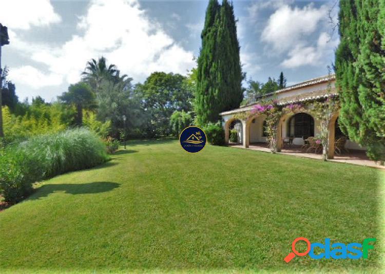 OPORTUNIDAD Villa Señorial de 6 dorm en Parcela Llana y