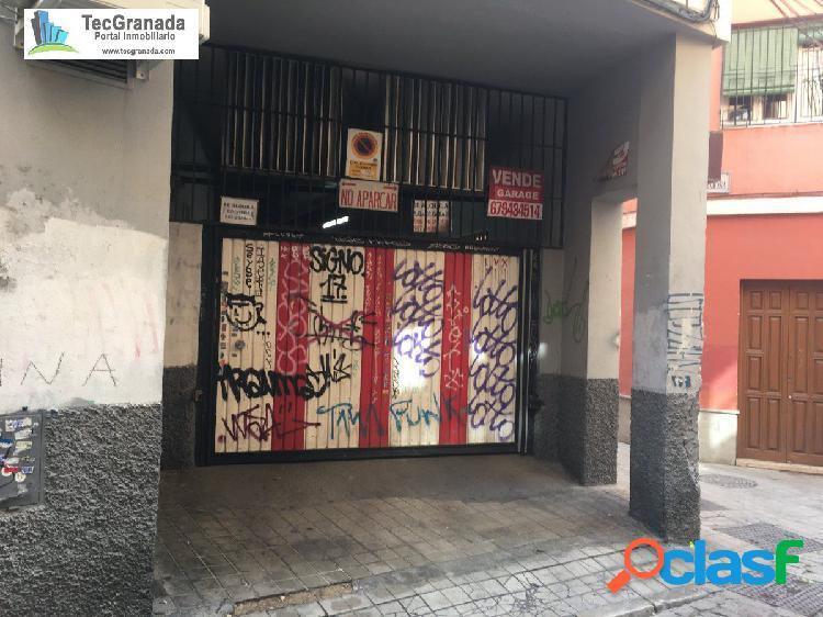 OPORTUNIDAD de aparcar en pleno centro de Granada a un