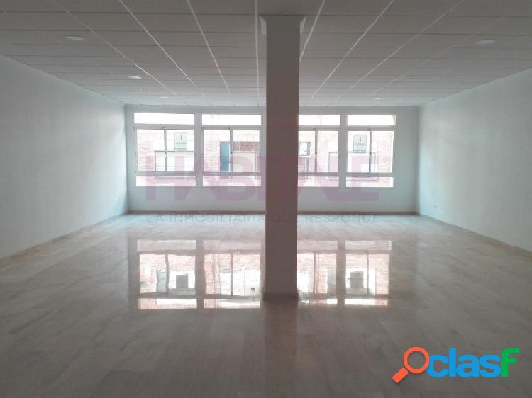 Oficina de 110 m2 construidos, ascensor, instalaciones luz y