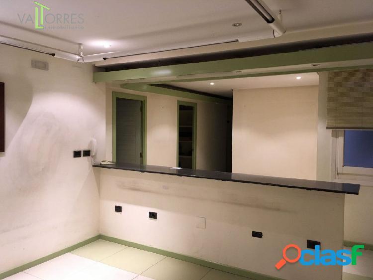 Oficinas en primera planta con ascensor muy buena ubicación