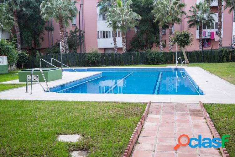 Oportunidad piso zona Cotomar (Málaga) muy bien comunicado