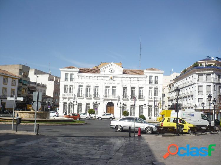 PISO DE TRES DORMITORIOS EN ZONA ESTACION Y CERCANO A
