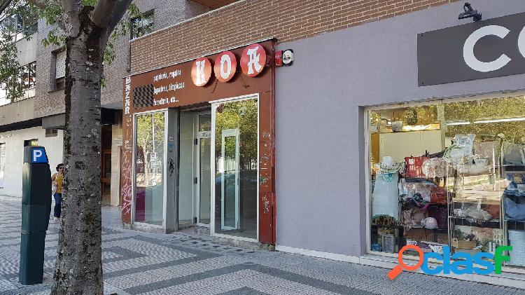 Pamplona (Iturrama): c/ Serafín Olave 25 Amplio local