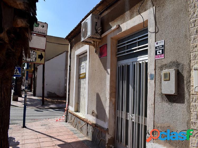 Parcela de 102 m2 en pleno centro de Los Alcázares y a 240