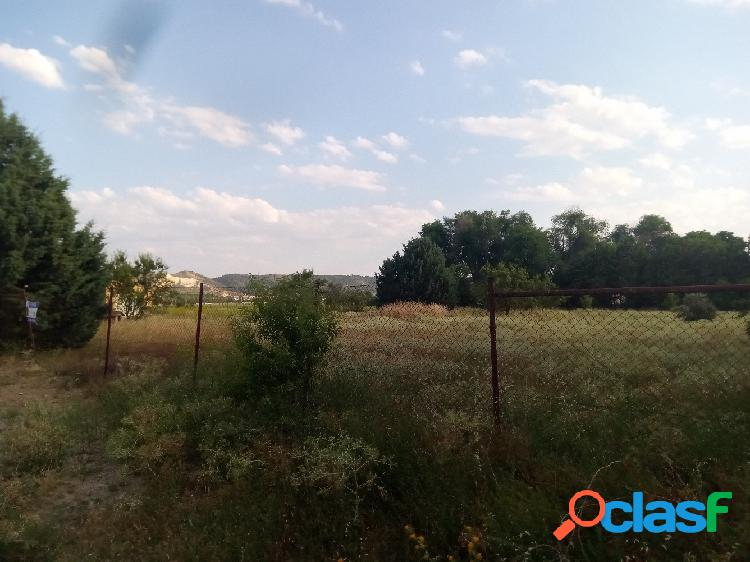 Parcela de 5000m2 junto a la autovia de Palencia, a tan