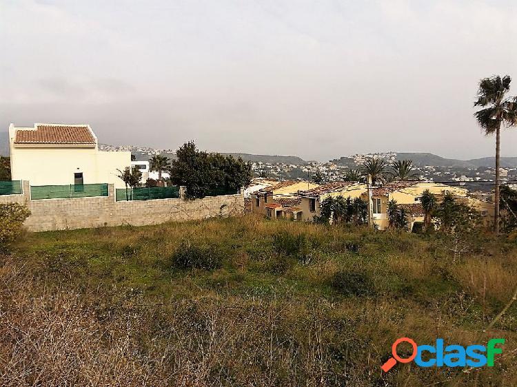 Parcela en Moraira de 800 m2 con vistas al mar
