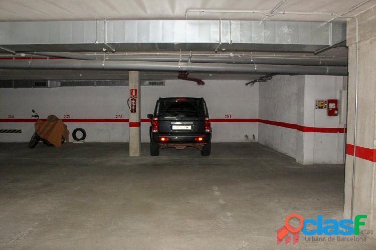 Parquing para coche grande solo 3900€ en Av. Salou