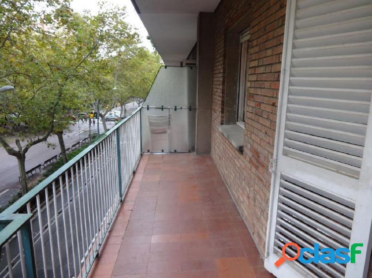 Piso a reformar en Paseo Sant Joan con 2 terrazas