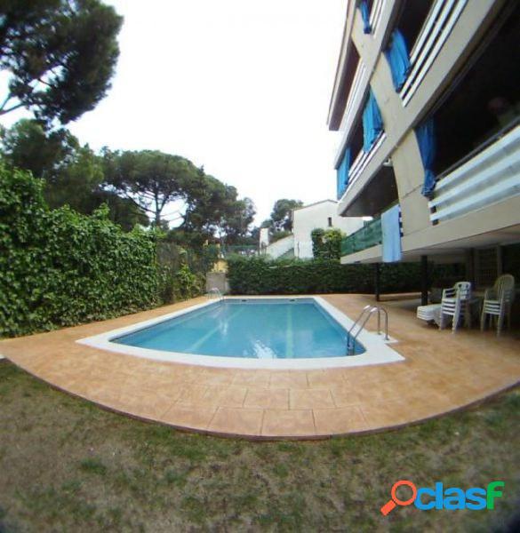 Piso con jardín y piscina al lado de la playa- La Pineda