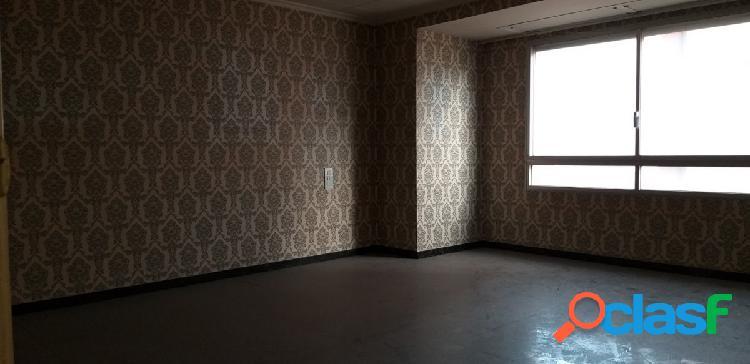 Piso de 140 m2 en el centro.