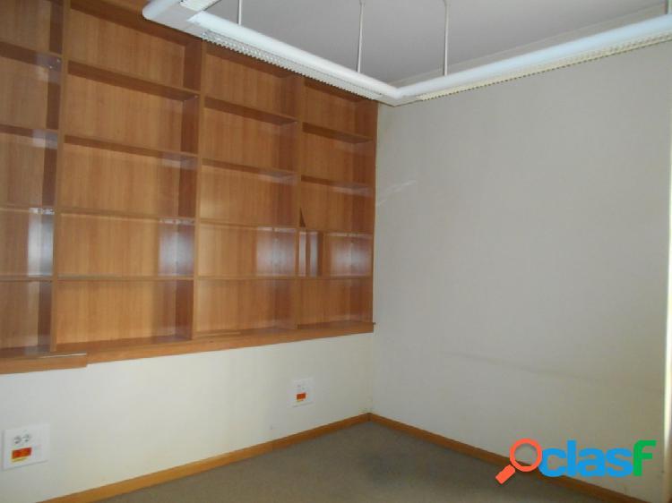 Piso de 234 m2, destinado para oficinas en Joaquín Costa