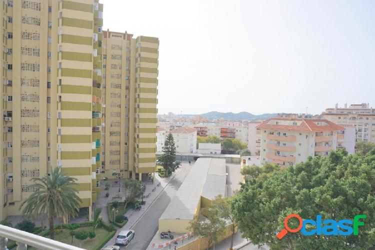 Piso de 3 dormitorios, 2 baños, en urbanización privada en