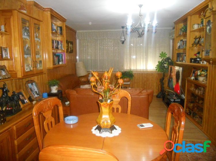 Piso de 3 dormitorios, 2 baños y plaza de garaje, en Las