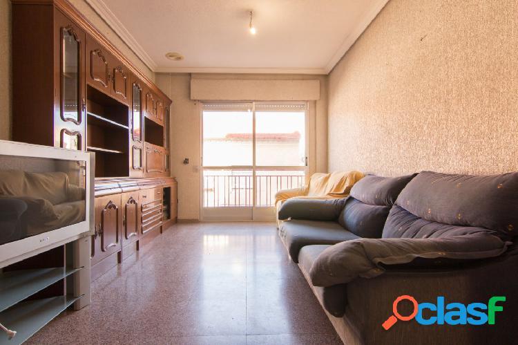 Piso de 4 Dormitorios en Santiago el Mayor