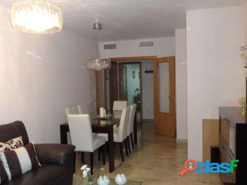 Piso de 4 dormitorios, baño, aseo y en zona Corte Inglés.