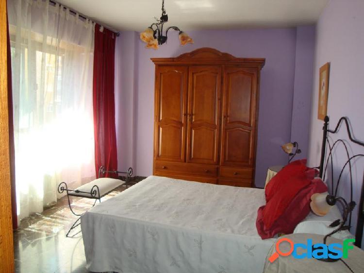 Piso de 4 dormitorios en Camino de Ronda para estudiantes.