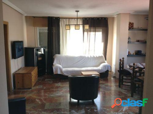 Piso de 4 dormitorios en San Ginés.