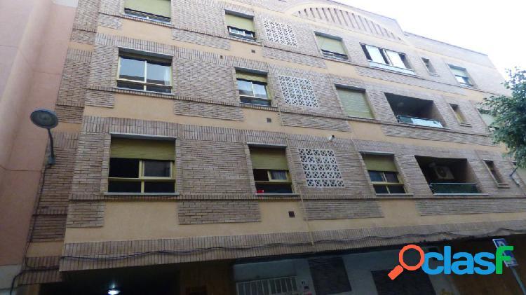 Piso de 4 dormitorios en calle Almería