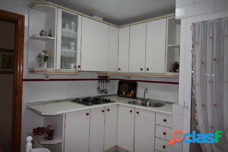 Piso de tres dormitorios en el centro de Torrevieja.