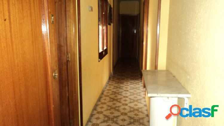 Piso de tres dormitorios,salon con terraza,cocina,