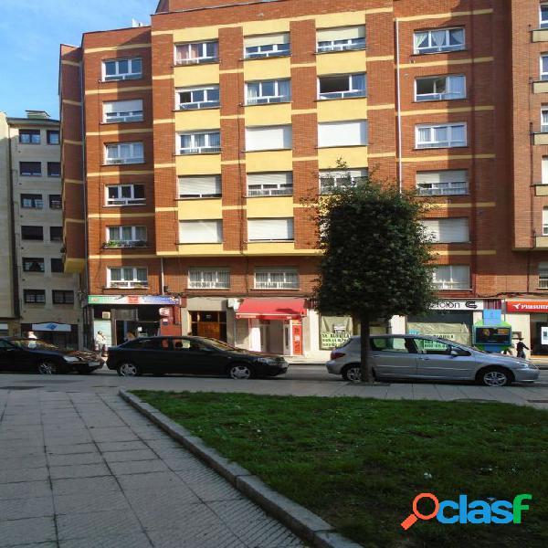 Piso de tres habitaciones en Oviedo