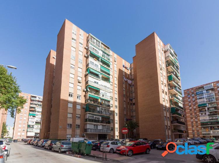 Piso en Nueva Alcalá, muy cerca del centro muy luminoso.