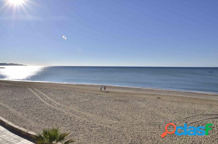 Piso en primera línea de mar en Vilafortuny (Cambrils).