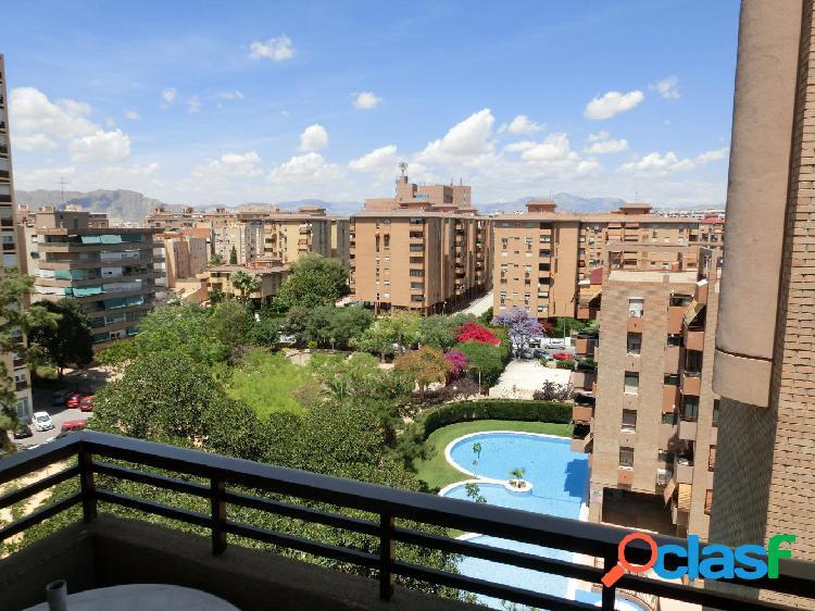 Piso en urbanización junto al centro de Alicante, zona de