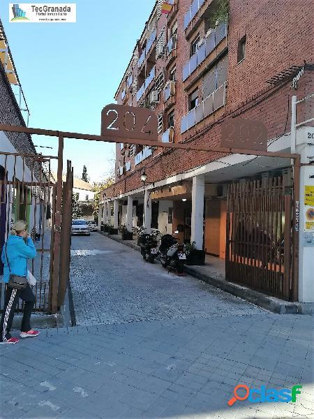 Piso en urbanización privada en Camino de Ronda