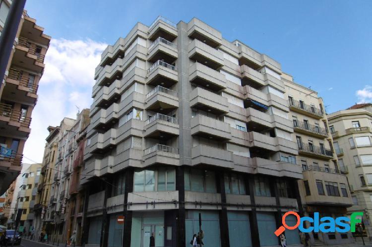 Piso en venta a la Av. Generalitat, esquinero con calle