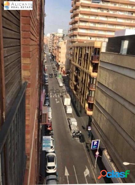 Piso en venta en Avenida Maisonnave Alicante/Alacant
