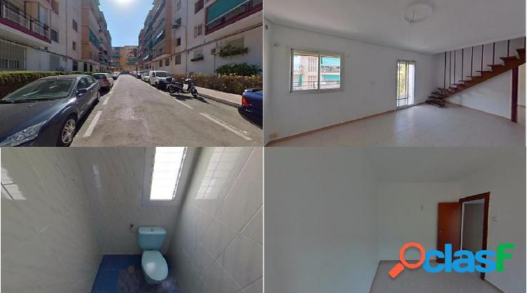 Piso en venta en Calle SIERRA BERNIA, Alicante/Alacant