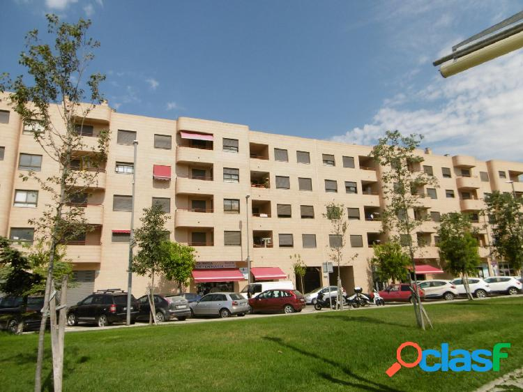 Piso en venta en Ferreries, con piscina y plaza de parking,