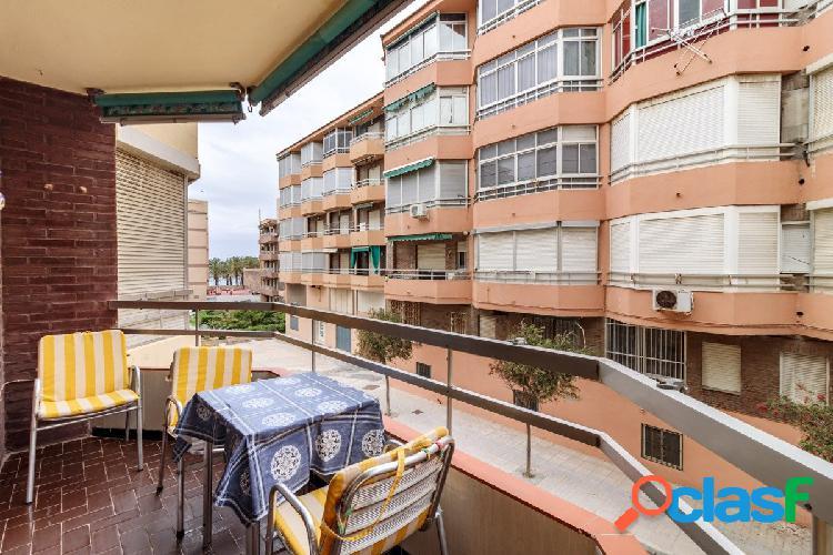 Piso junto al mar en Torrenueva, con 77 m2 consta de 2