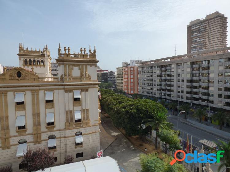 Piso para reformar en el centro de Alicante