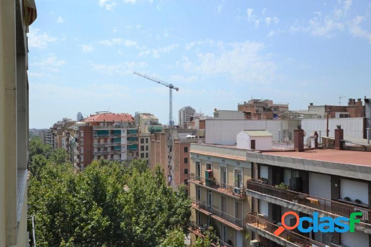 Piso ubicado en zona de Sagrada familia con calle Aragón,