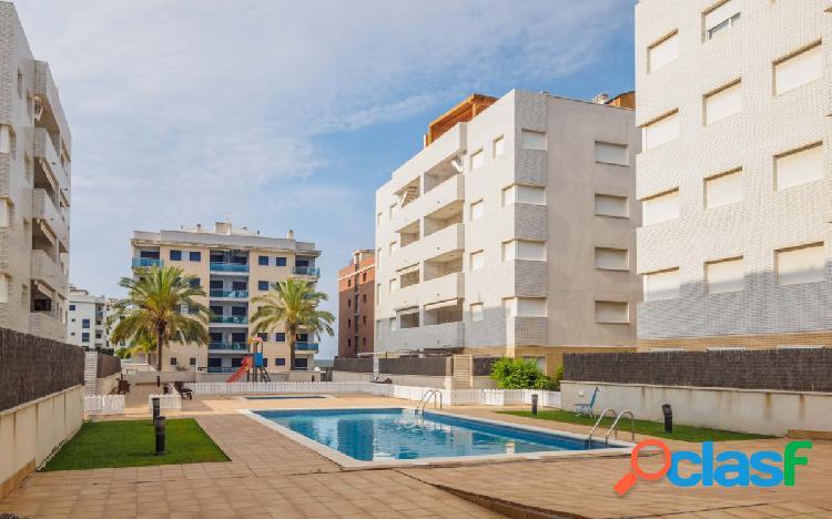 Planta baja con gran terraza y piscina comunitaria