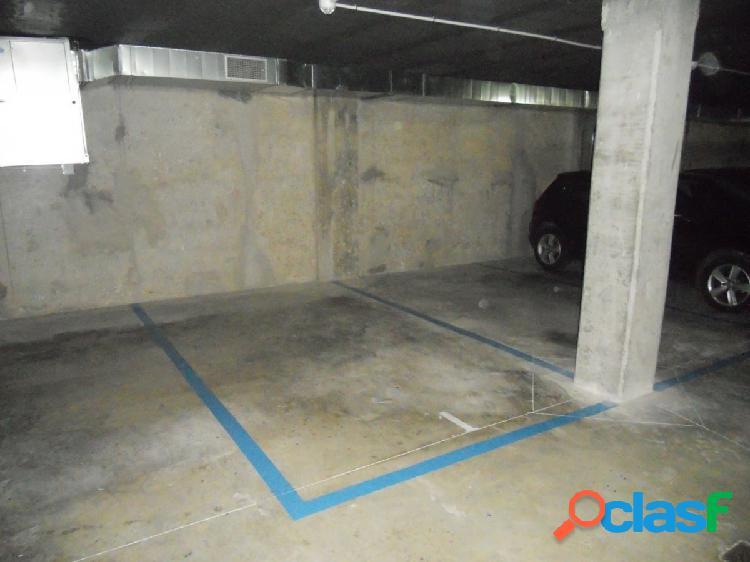 Plaza de Garaje Amplia, para coche grande, Centro, Cesar
