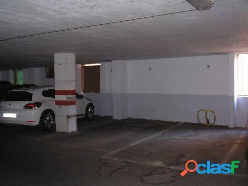 Plaza de garaje en el centro.