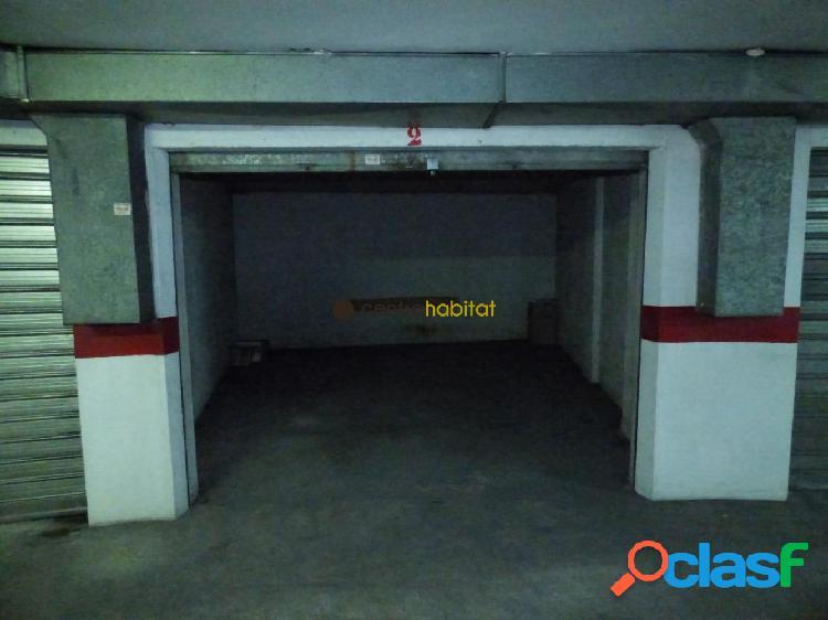 Plaza de garaje grande y cerrada, con capacidad para un