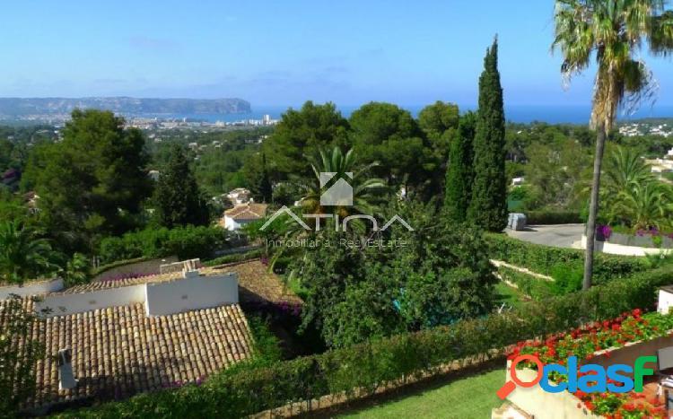 Preciosa Villa con maravillosas vistas al mar y al Montgó,