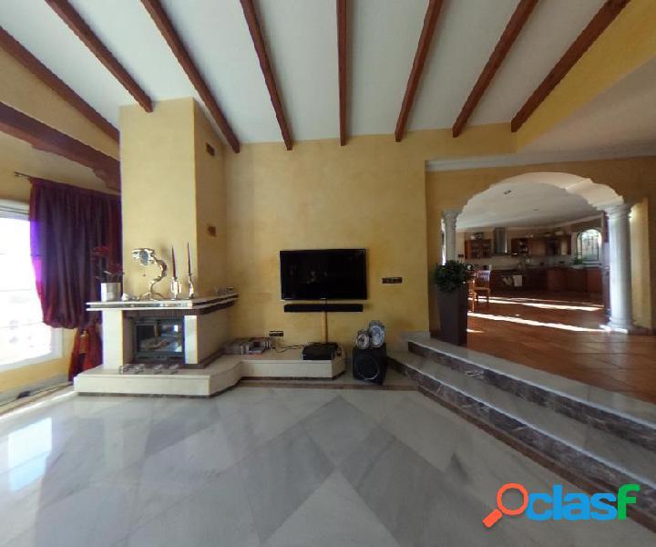 """Preciosa Villa de tres plantas, situada en """"El Lagarejo"""","""