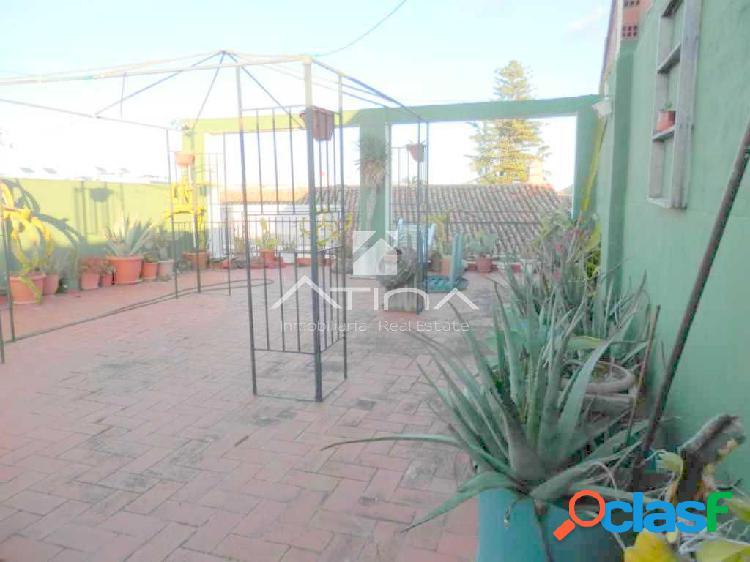 Preciosa casa antigua situada en el pueblo de Beniarjó,