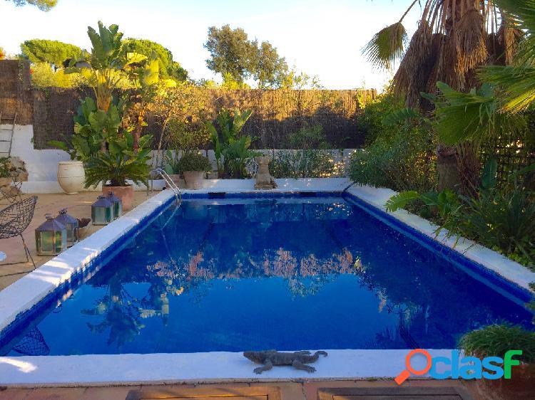Preciosa casa con piscina y terreno construible en Calonge.